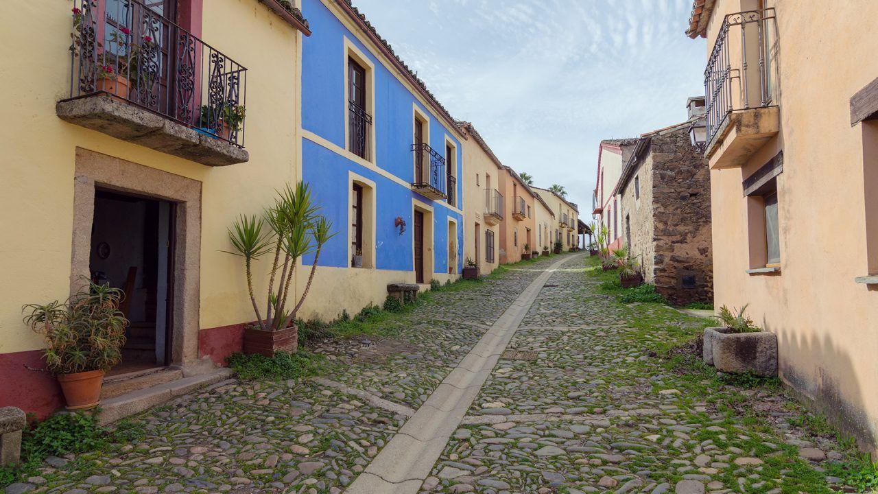 https://blog.ruralvia.com/wp-content/uploads/2019/05/despoblacion-en-España_-1280x720.jpg