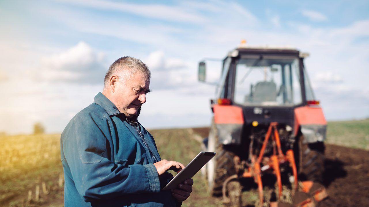 https://blog.ruralvia.com/wp-content/uploads/2019/06/26-JUN-la-digitalizacion-en-el-sector-agrario-1280x720.jpg