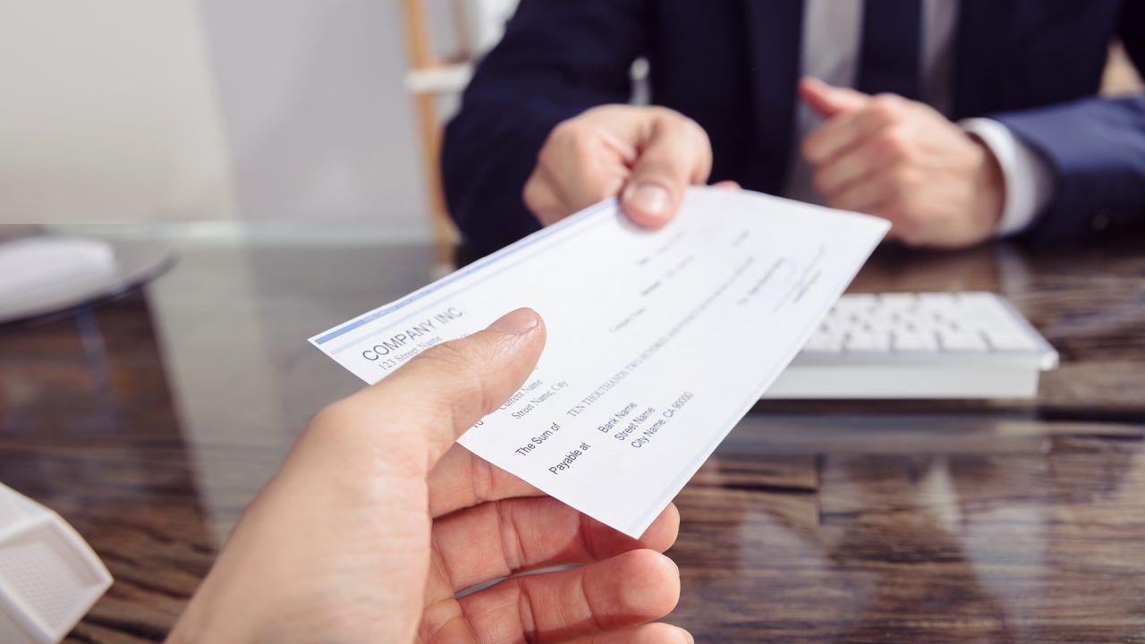https://blog.ruralvia.com/wp-content/uploads/2019/10/Pasos-para-cobrar-un-cheque-bancario-en-tu-entidad-1280x720.jpg