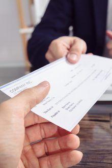 Pasos para cobrar un cheque bancario en tu entidad