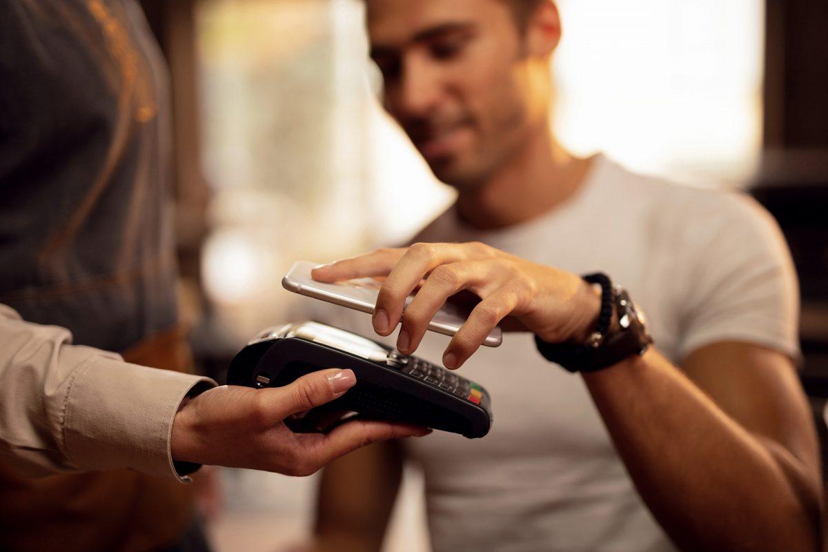 Sin cartera en vacaciones, ¡disfruta del pago móvil!