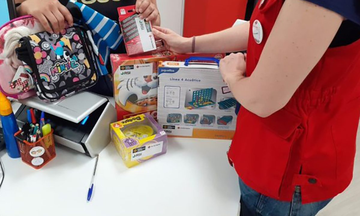 Banco Cooperativo Español y Rural Servicios Informáticos donan a Cruz Roja juegos infantiles para fomentar el ocio educativo con familias