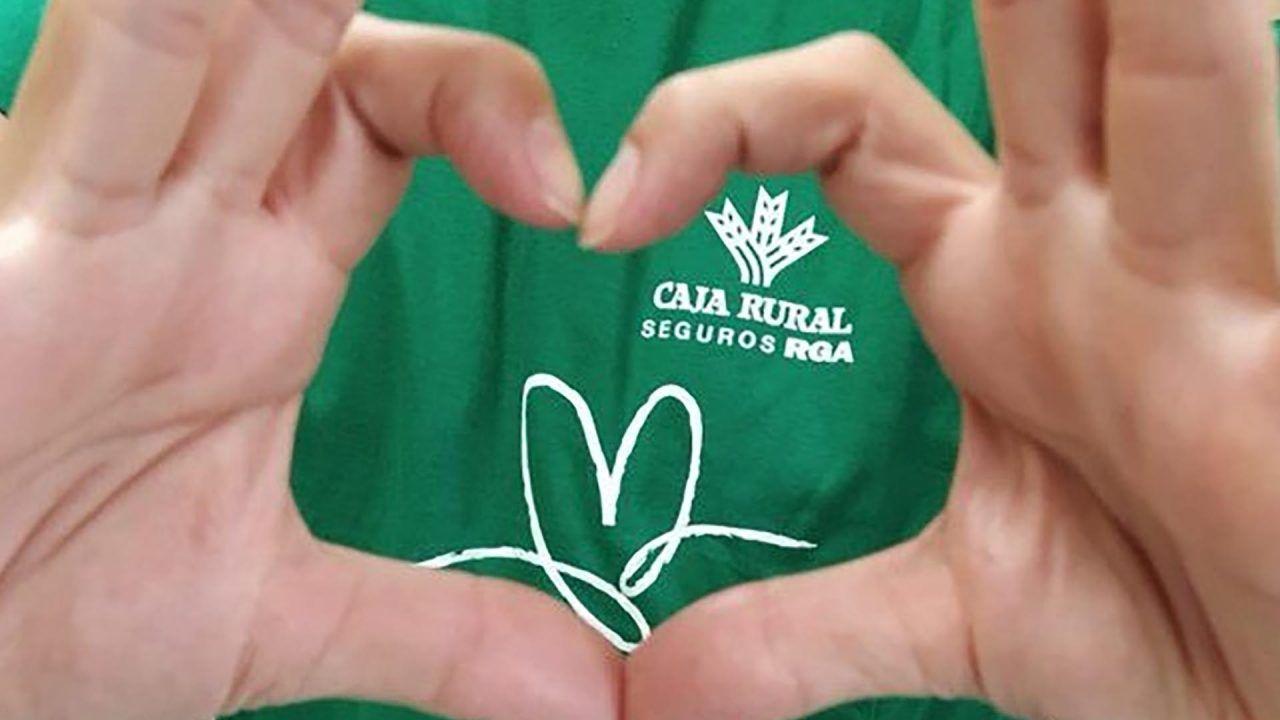 https://blog.ruralvia.com/wp-content/uploads/2021/09/camiseta-dia-verdeBanco-Cooperativo-Español-muestra-su-faceta-más-sostenible-uniéndose-al-Día-Solidario-del-Grupo-Caja-Rural-1280x720.jpg