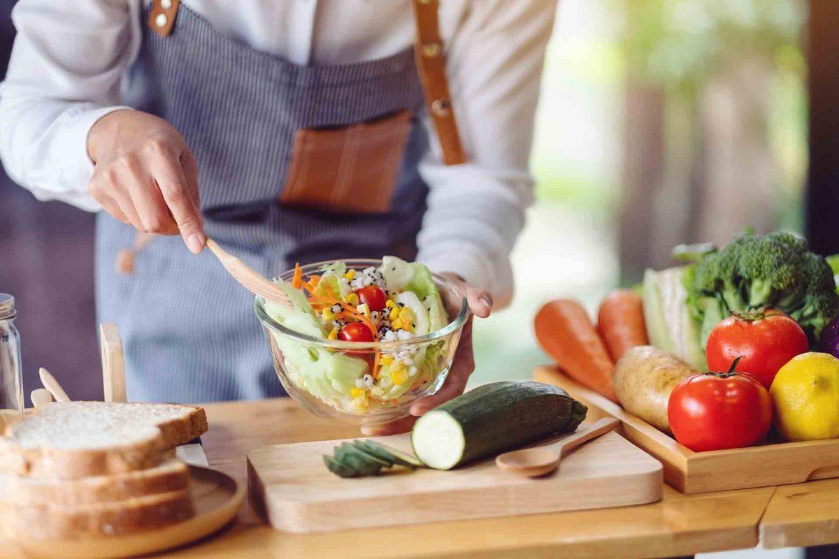 Consejos para ser sostenibles en la cocina: ¡cocina con responsabilidad!